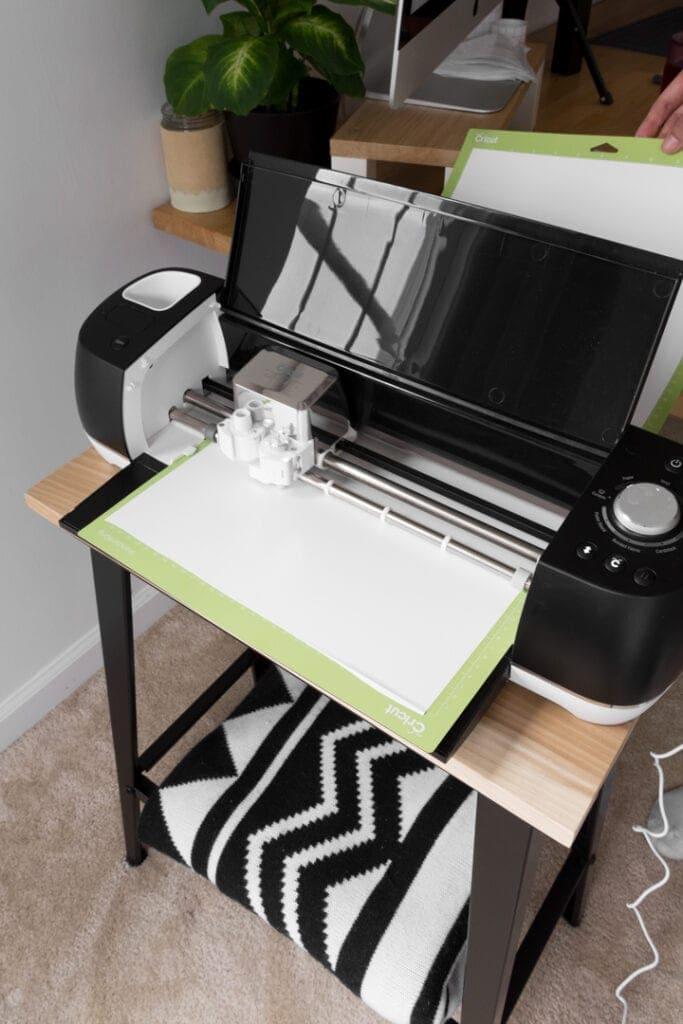 cutting white vinyl on a Cricut machine