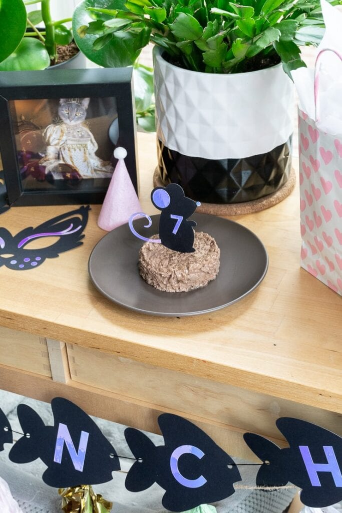 DIY cake topper for a cat birthday party