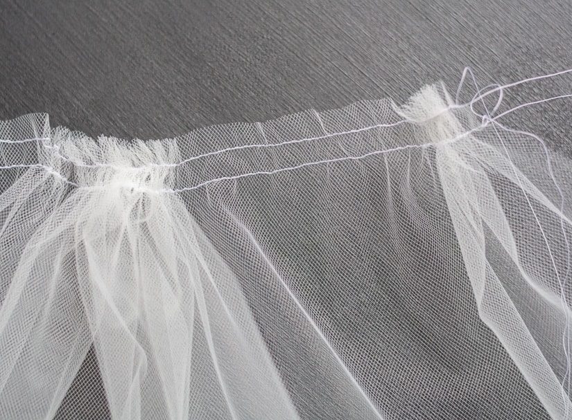 How to gather tulle fabric to make a diy veil