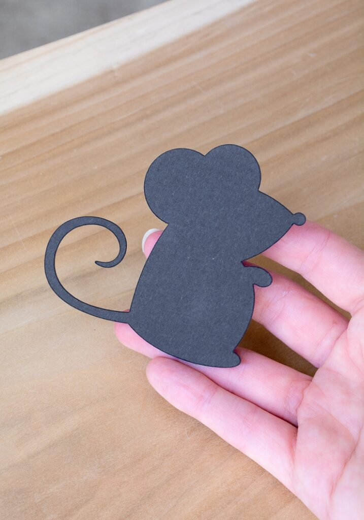 mouse shape for the DIY cake topper