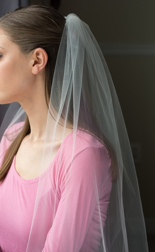 finished bridal veil with a comb