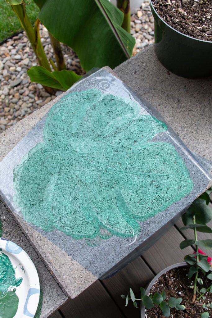 painting the plant leaf vinyl stencil using acrylic green paint